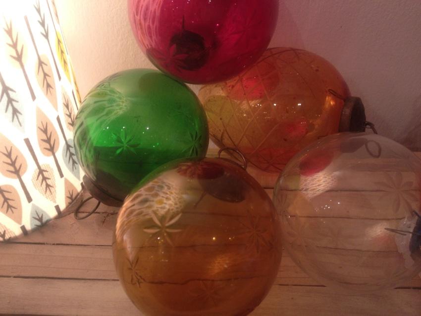Boules de Noel en verre grave artisanale - Maison Artur Stiless