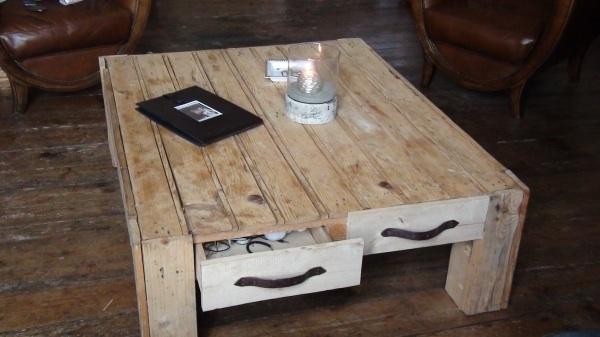 Meubles en palettes recycl es maison artur stiles - Table de salon avec des palettes ...