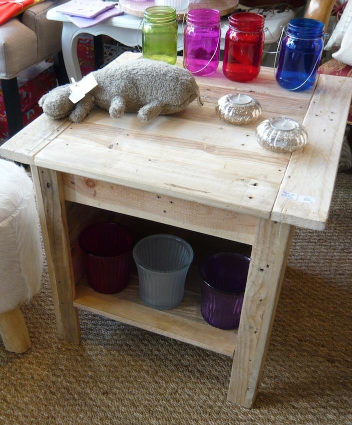 table de chevet palette table de chevet en palette. Black Bedroom Furniture Sets. Home Design Ideas